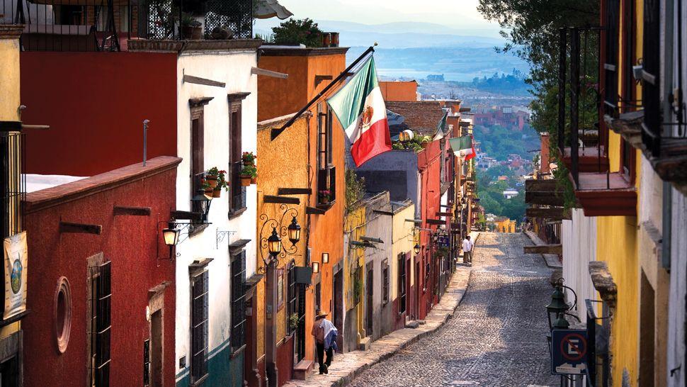 san-miguel-del-allende-cobble-stone-street