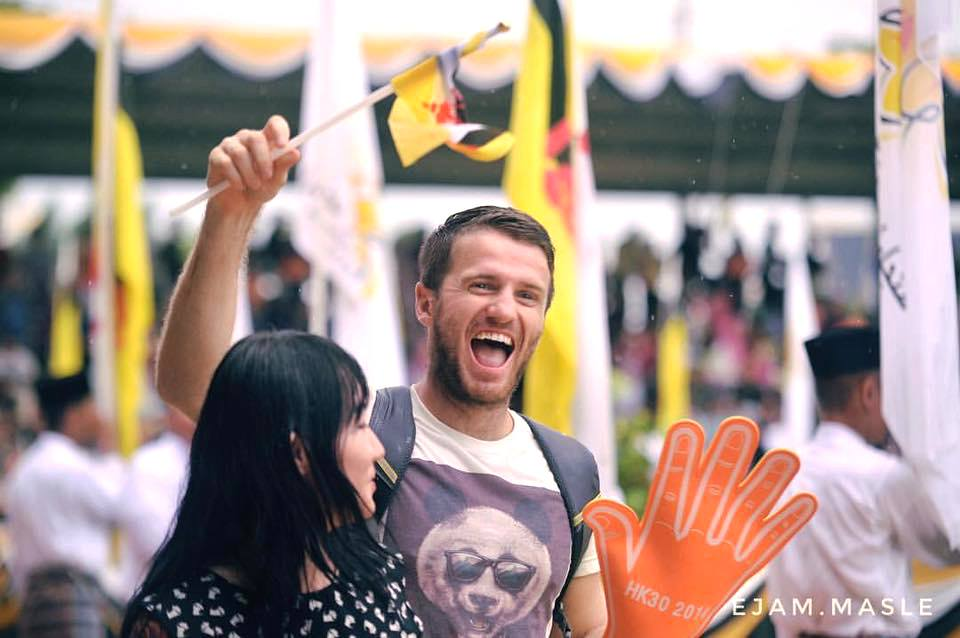 Pumping up the crowd ahead of the National Day celebration in Brunei Darussalam! — at Taman Haji Sir Muda 'Ali Saifuddien.